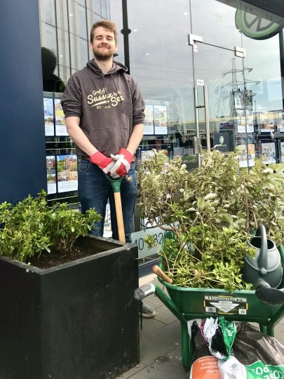 Colliers-Wood-Parks-and-Green-Spaces-Volunteers-High-Street-planter